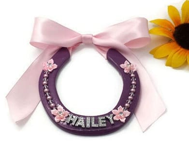 Personalised horseshoe with a name and pink bow