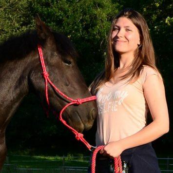Henrietta Szathmary - Author at Horsey Hooves