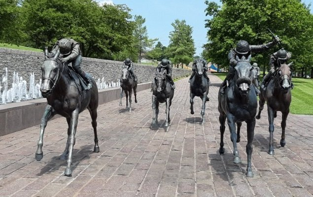 The Track at Thoroughbred Park. Statues of racehorses racing