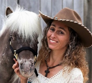 Stacy Westfall, bitless riding horse trainer