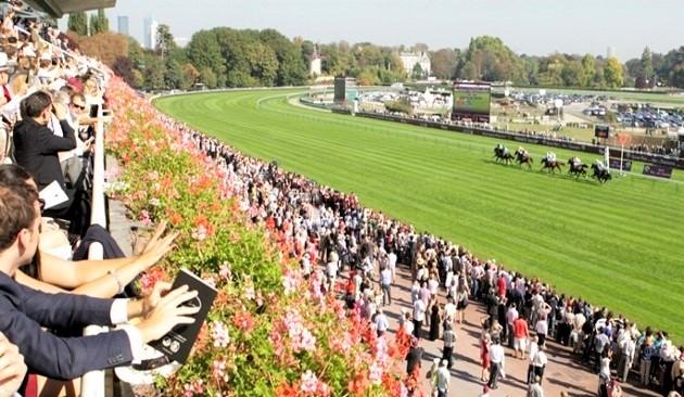 Prix de L'Arc de Triomphe horse racing track