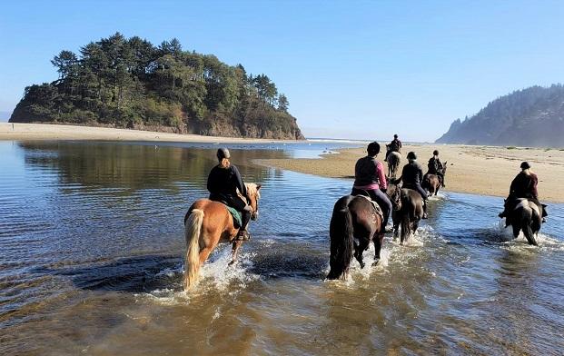 Willamette Coast, Oregon horse riding tour group